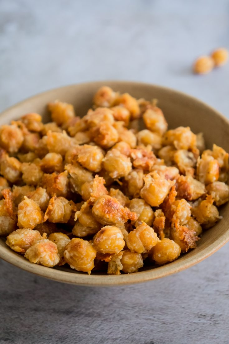 HEALTHY ROASTED CHICKPEAS SNACK